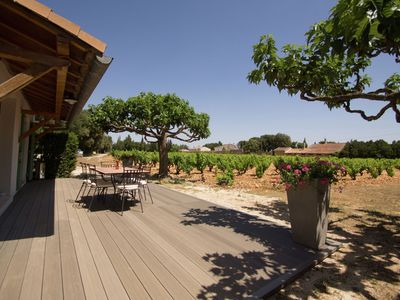 Photo for Detached holiday home on the edge of a vineyard at Châteauneuf-du-Pape
