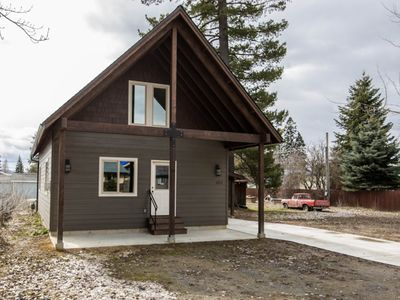 Photo for Adorable & stylish private home near downtown Sandpoint!