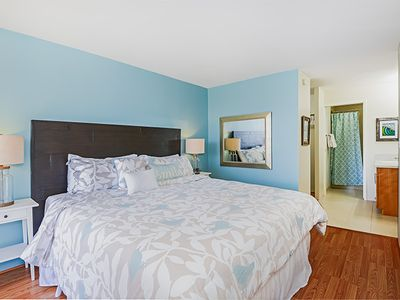 Photo for Modern, High-floor Waikiki 2 bed+1.5 bath, Views, Free Parking & Wifi and more