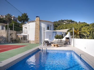 Photo for Sara 10 p.- modern, family friendly, private pool and tennis court!