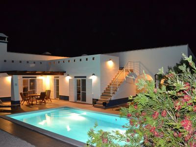 Photo for Casa Branca Large villa with pool, well kept garden and barbecue