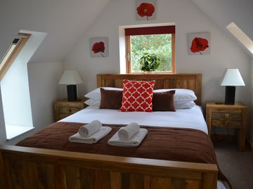 Contemporary one bedroom cabin with fast WiFi