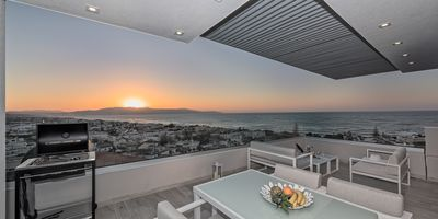 Photo for Amazing seaview villa on the edge of the cliff