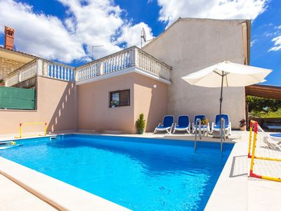 Photo for Country house with guesthouse and pool for 10 people in idyllic camp