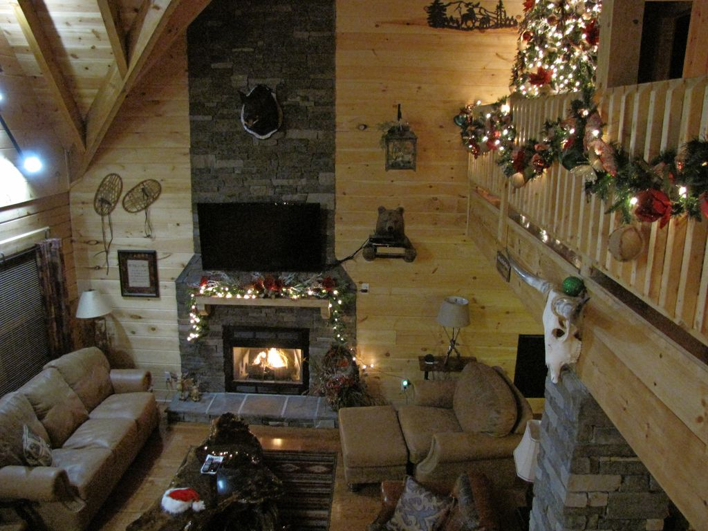 spacious luxury cabin only 12 minutes from vrbo