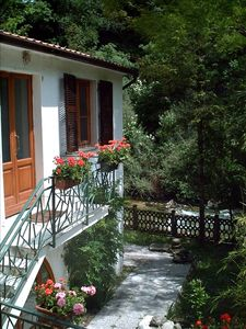 Photo for Romantic Tuscan Riverside Cottage Close to Shops/Restaurants