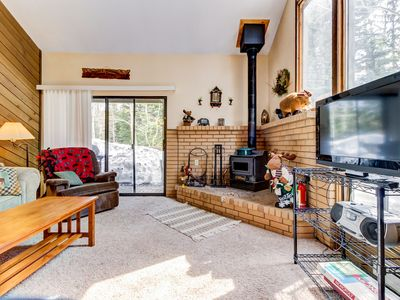 Photo for Spacious family-friendly condo ski-in/ski-out at Navajo! Dogs welcome!