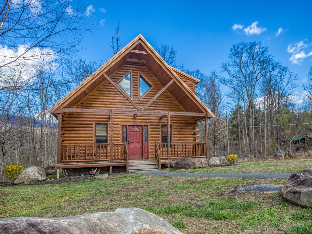The Berkshire Lodge Luxury 3 Br 2 Ba Cabin In White