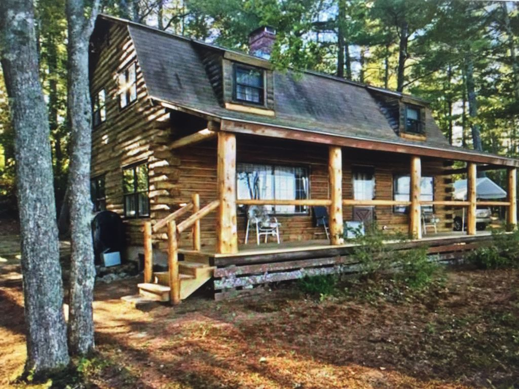 Authentic maine 4 br log cabin on flat sand vrbo for Cabin rentals in maine with hot tub