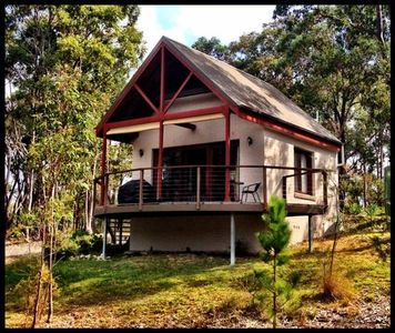 Your cosy cabin in bush setting with fabulous bush/bay views
