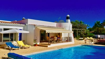 Photo for Beautiful villa ideally located within walking distance of bustling Carvoeiro.