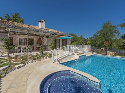 Photo for Charming stone villa with pool and jacuzzi for 14 people in central Istria