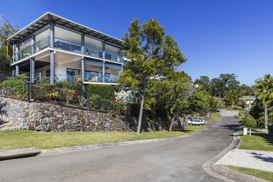 Coolum Apartment high on the hill with ocean views.