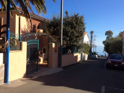 Photo for Villa centrally located and close to the sea, 7/8 beds, parking, garden