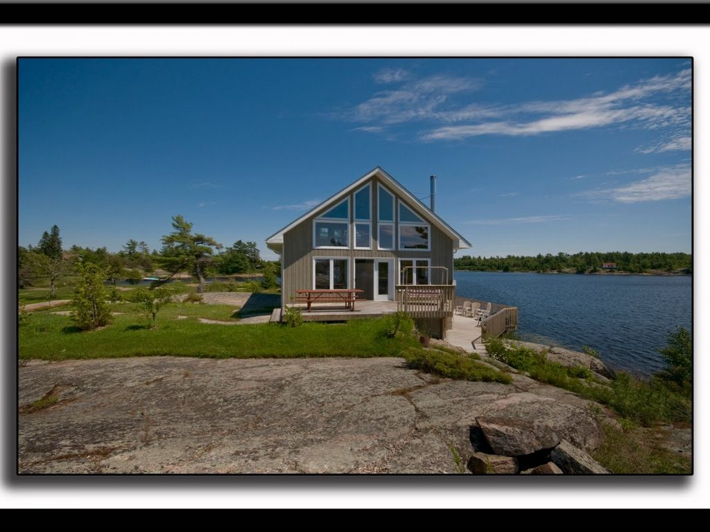 Beautiful cottage overlooking georgian bay byng inlet for Georgian bay cabin rentals