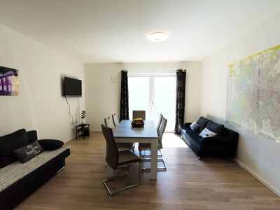 Photo for Apartment 90m² 10 min to main station, bath & shower