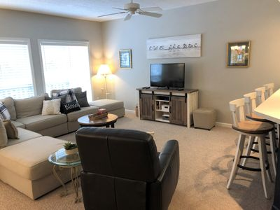 Photo for FREE DAILY GOLF/TENNIS at Island Retreat, pool open, close to beach, near Westin
