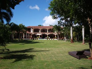 Spacious, Family Friendly Estate Next the Beach of Casa De Campo