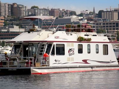 Cruising Lake Union in Seattle, WA on my houseboat.  'Let's go boati