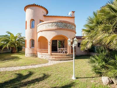 Photo for House for 4 with private swimming pool three hundred metres from the beach