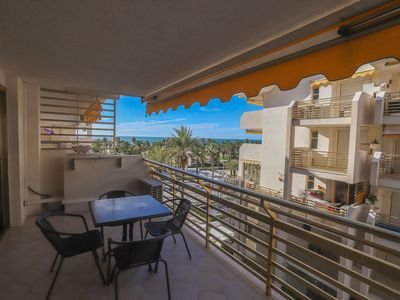 Photo for 1 bedroom apartment with capacity for 2/4 people in front of the beach and with sea views