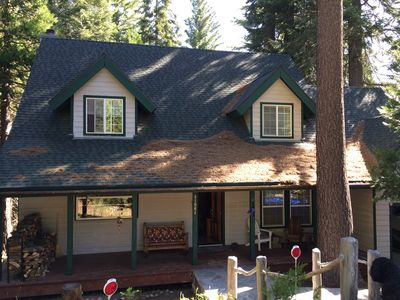 Riverstone Cottage is located on a quiet cul-de-sac with open forest behind
