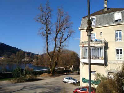 Photo for Quiet apartment on the banks of the Doubs