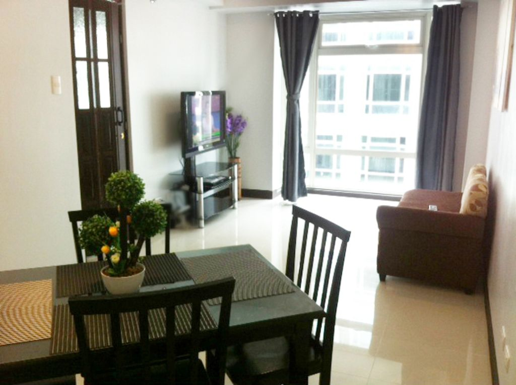 Condo near NAIA  Airport Terminal 3 & Resort World Manila Casino