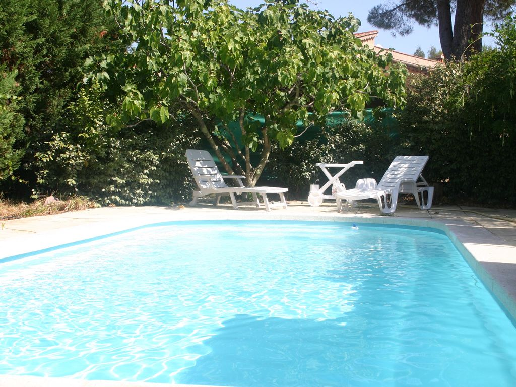 INDEPENDENT VILLA WITH PRIVATE POOL IN PIERREFEU OF VAR