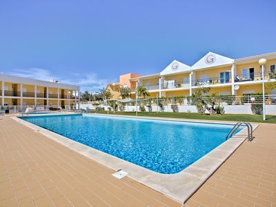 Photo for Vibrant well-appointed Apartment, Albufeira