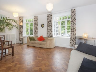 Photo for Gorgeous apartment in zone 1, near the river and a short walk from Westminster