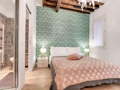 Photo for Elegant apartment recently renovated, ideal for couples of friends, between Rialto and San Marco