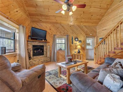 Your Home Away from Home – Whether you're enjoying a romantic getaway for two or a family vacation, Mountain Romance offers comfort, convenience, privacy, and stunning mountain views.