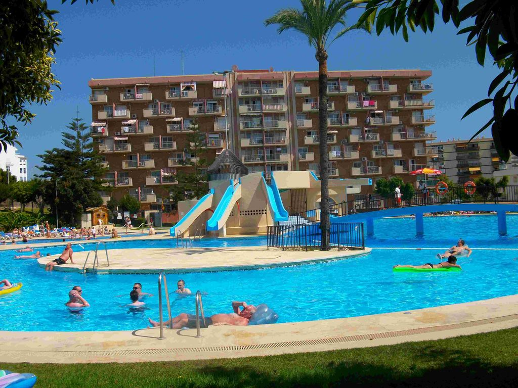 Apartament benal beach spain holiday complex with pool giant and slides 490231 - The giant slide apartament ...