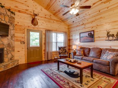 Photo for Newer Cabin, Sleeps 6, 2 King Suites, THEATER, Hot Tub, Resort Pool,1 mi to Pkwy