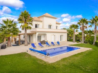 Photo for Villa Flora Martins, 4 bedrooms, pool and fantastic view