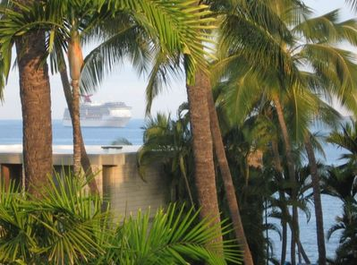 Private lanai, absolute seclusion from scenic Alii Drive