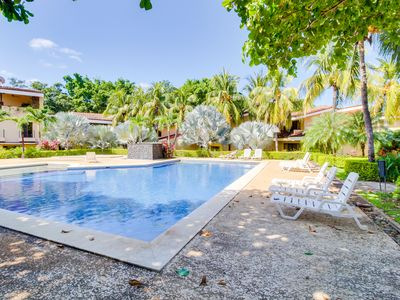Photo for Romantic beach condo with shared pool, spa, gym & tennis courts