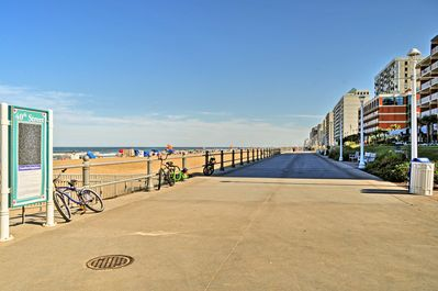 Up to 4 travelers can walk to a variety of shops and cafes on the boardwalk.