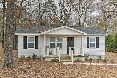 This vacation rental home is ideally located 12 minutes from Augusta!