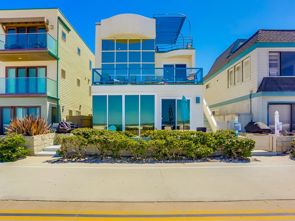 Stunning Oceanfront Penthouse Glass Living Vrbo