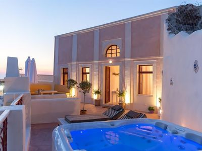 Photo for 4BR House Vacation Rental in Santorini, Egeo