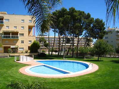Photo for GOLDEN 4 Apartment with communal pool. Beach at 300m