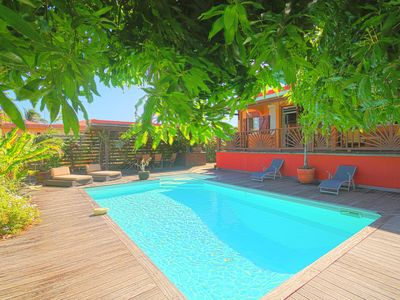 Photo for Charming villa with pool and tropical garden near the sea