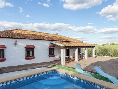 Photo for Andalusian  villa with private pool and tennis court located 30 km from Cordoba