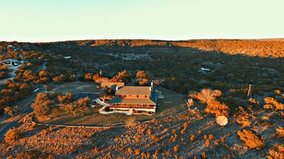 Grand View Escape  offers an amazing 360 degree view of the Wimberley Valley