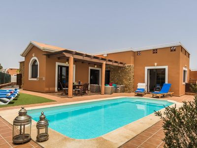 Photo for Luxury Villa On Golf Resort, Private Heated Pool, Free Wifi & Free air-condition
