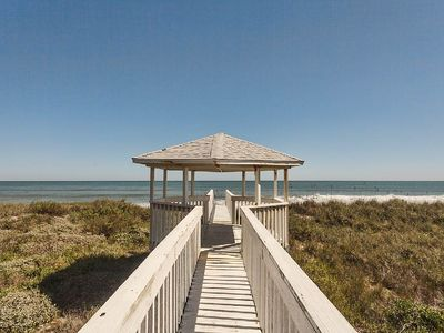Walk straight from the deck of the house to the beach! - At the end of this walkway the Florida sands await you! So convenient, and a great way to view the wildlife in the dunes. Be on the lookout for rabbits and nesting turtles!