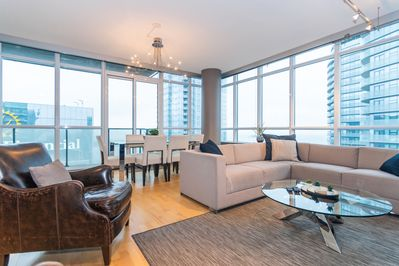 Downtown 47th Floor 2-Bedroom Luxurious Condo - Old Toronto