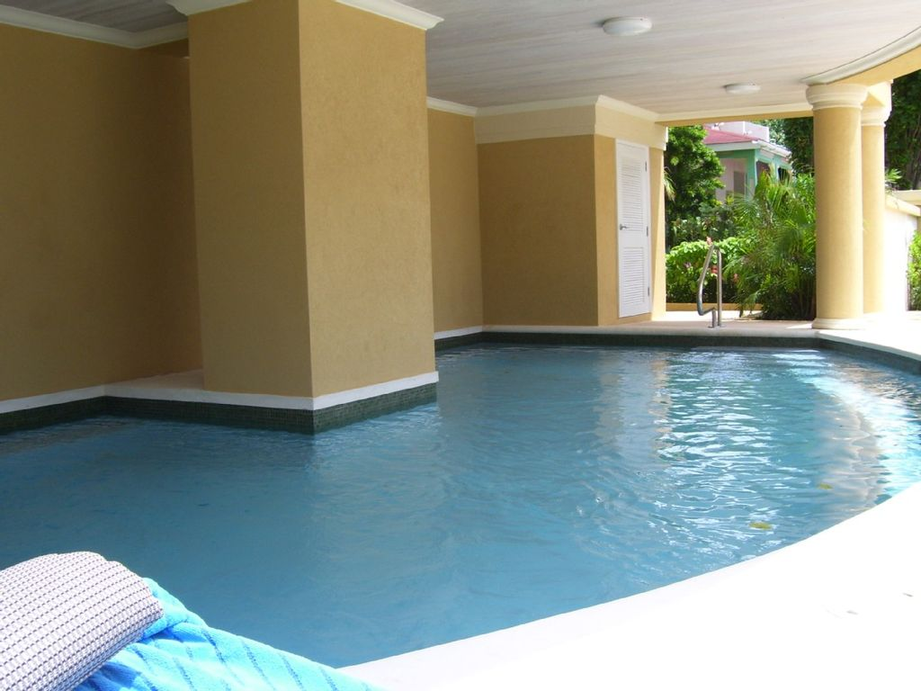 Beach front apartment, St Lawrence, Barbados - 417030